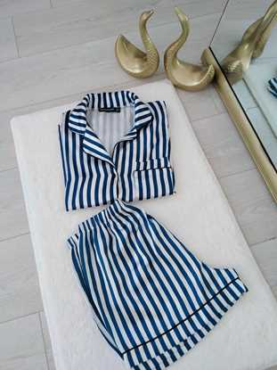 Mavi çizgili pijama takımı resmi