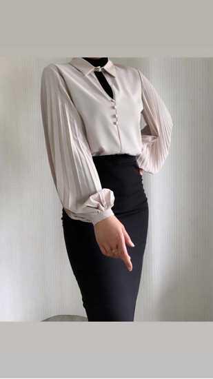 beige pileli bluz resmi