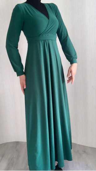 zümrüt yeşili kruvaze yaka uzun elbise resmi