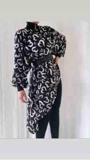desenli-asimetrik siyah bluz-kemerli resmi